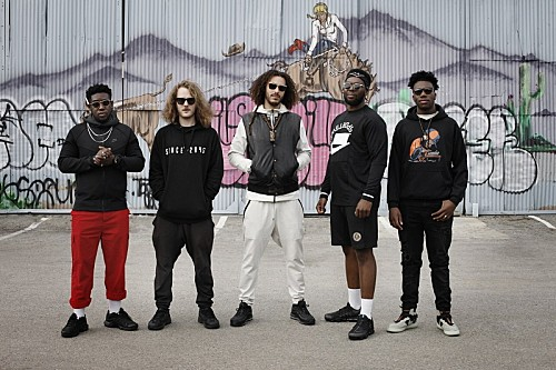 UKジャズ・シーンを牽引する注目バンド=エズラ・コレクティヴ、2020年2月に東阪来日ツアー決定