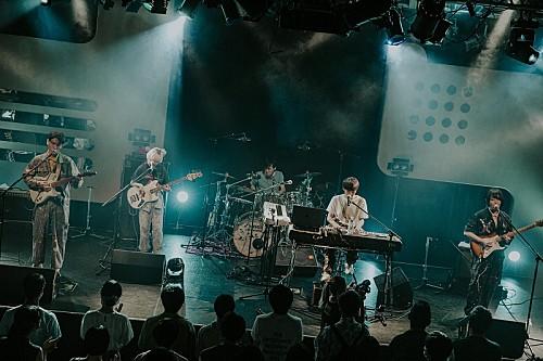 <ライブレポート>全員ボーカルの4人組バンドHi Cheers!、お披露目ライブで見せたオールラウンドなポップネス